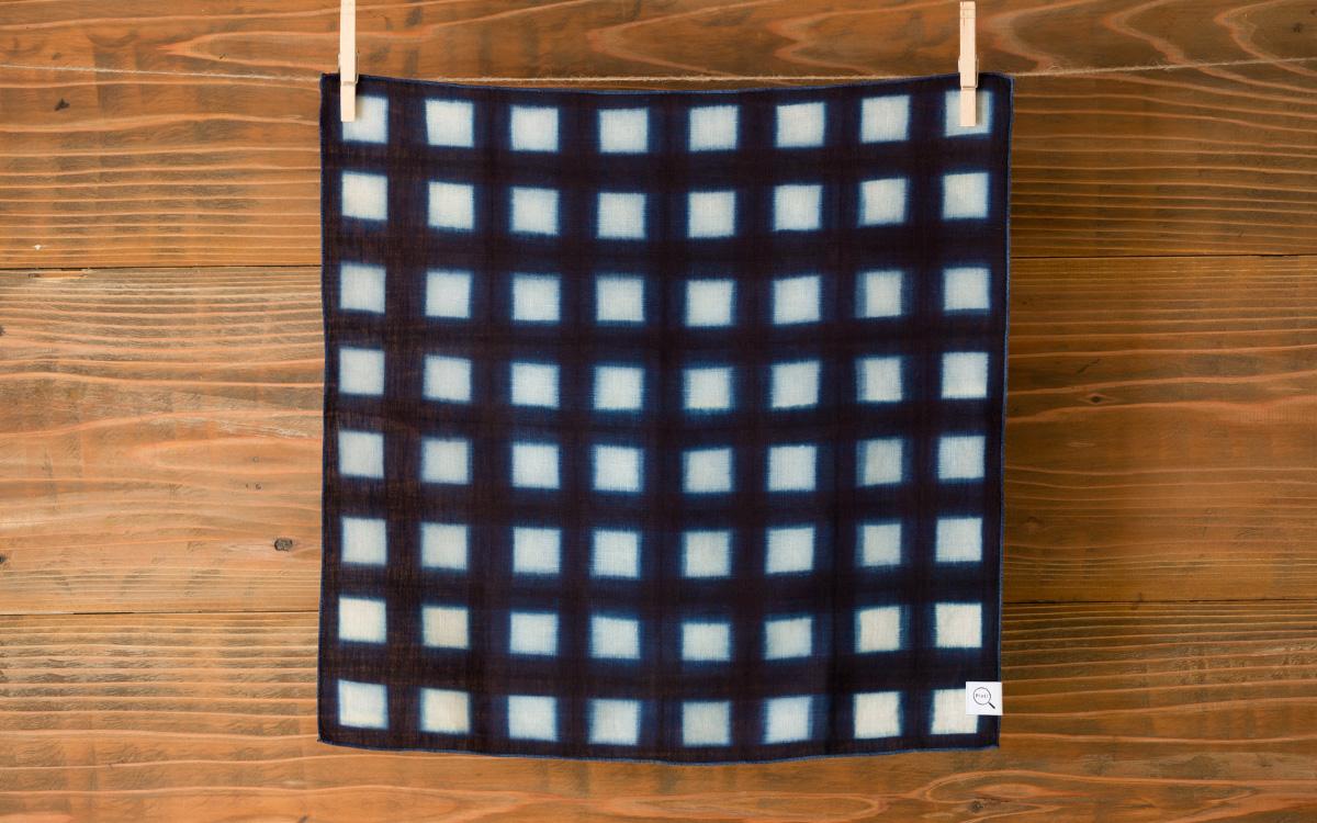 本藍板染め絞りハンカチ