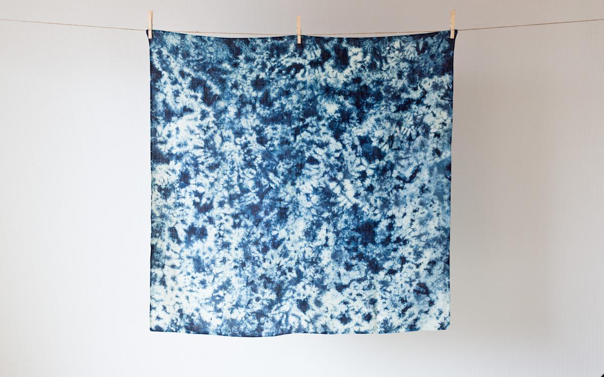 本藍絞り染め群雲柄風呂敷